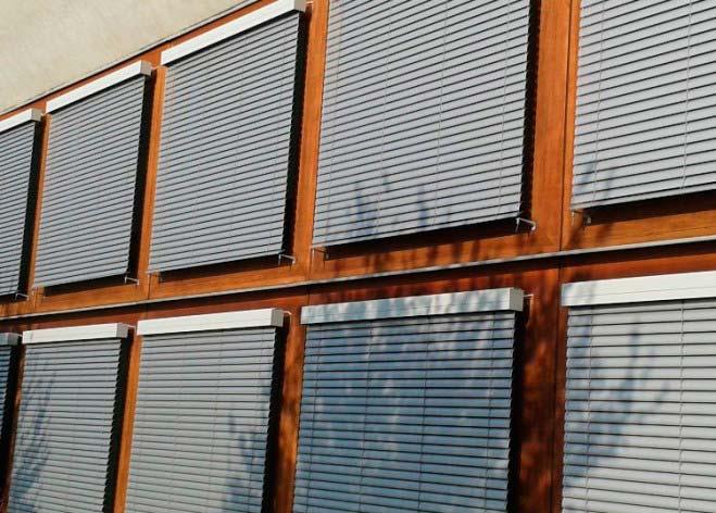Instalacion de venecianas exteriores en edificio ACUNSA