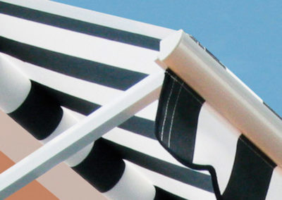 instalacion de toldo recto en pamplona lamitek