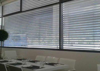 empresa de instalacion cortinas enrollables en pamplona edificio