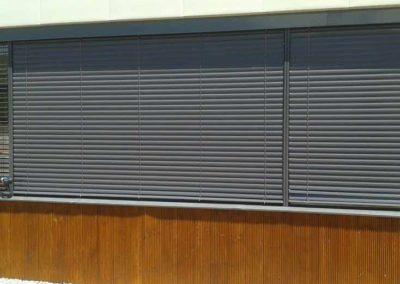 empresa de instalacion de cortinas enrollables en pamplona edificio