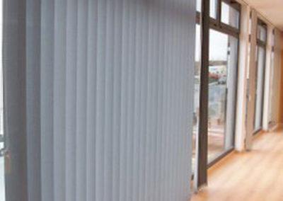empresa instalacion cortinas verticales pamplona oficina