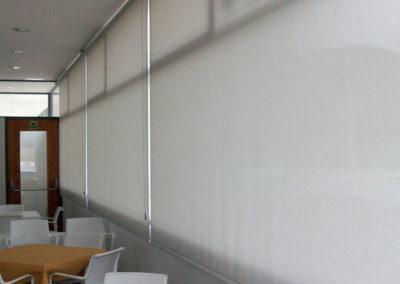 instalacion cortina enrollable pamplona edificio