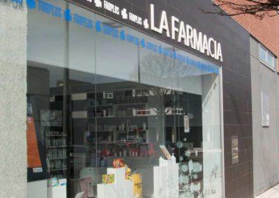 instalacion cortinas enrollables pamplona farmacia lamitek