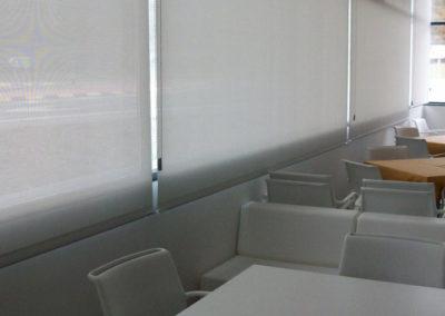 instalacion de cortina enrollable en pamplona edificio