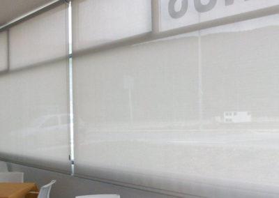 instalacion de cortina enrollable pamplona edificio