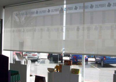 instalacion de cortina enrollable pamplona farmacia lamitek