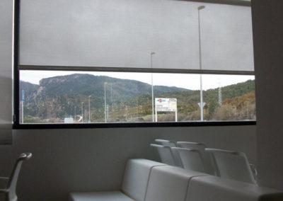 instalacion de cortinas enrollables en pamplona edificio