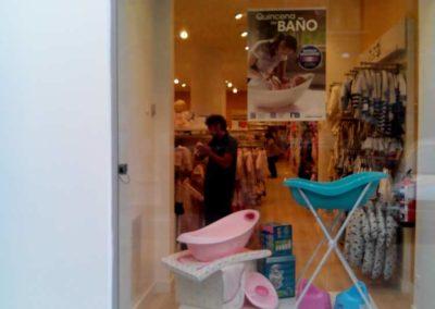 instalacion de lamina antidecoloracion para escaparates en Pamplona
