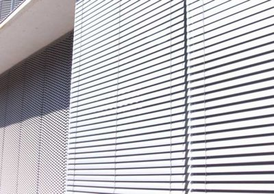 instalacion de persiana exterior para edificio pamplona