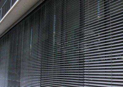 motorizacion de persiana exterior edificio pamplona